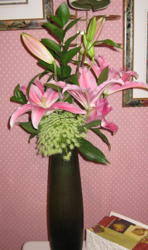 Bathroom design: lilies, Queen Anne's lace